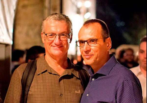 1 Ο Κωνσταντίνος Αγγελίδης με τον καλλιτεχνικό διευθυντή του Φεστιβάλ, Βαγγέλη Θεοδωρόπουλο